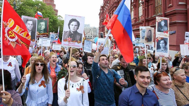 В мире: «Карго-культ» или великий праздник: что писали про День Победы в российских соцсетях