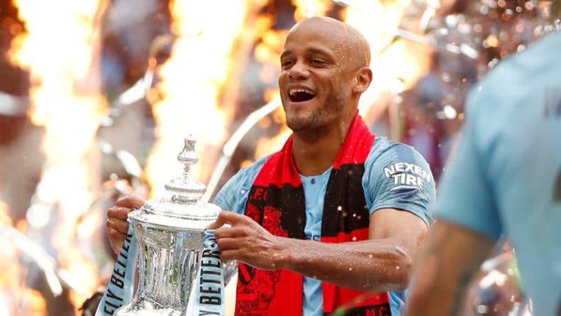 Общество: «Манчестер Сити» объявил об уходе капитана команды Компани