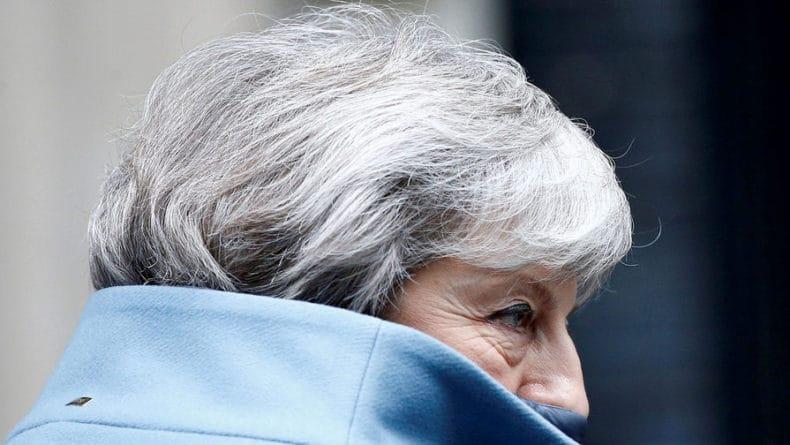 Общество: МИД Британии внес ясность в сообщения об отставке Мэй