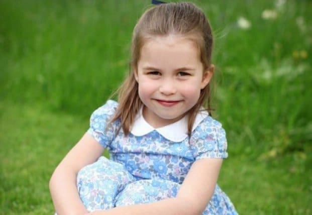 Общество: 4-летняя дочь Кейт Миддлтон и принца Уильяма принцесса Шарлотта идет в школу (фото)