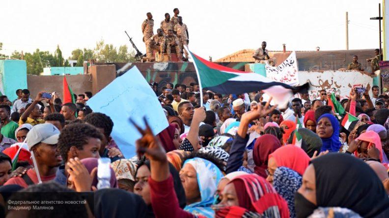 Общество: Великобритания активно поддерживает оппозицию в Судане
