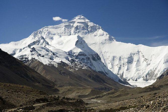 Общество: Британский альпинист скончался при спуске с Эвереста