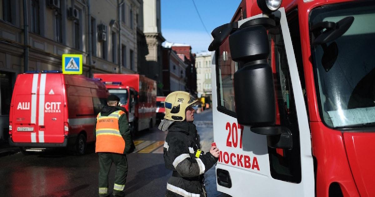 Новости дня - Происшествия: В Москве пожарные спасли 15 человек из горящей гостиницы. Новости дня Россия - DaylyNews.ru