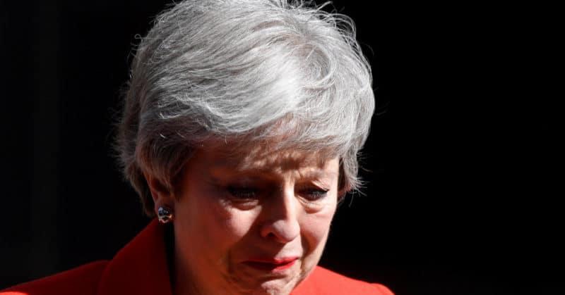 Общество: Премьер Британии Тереза Мэй объявила об уходе в отставку и заплакала