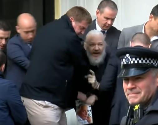 США официально потребовали экстрадиции Ассанжа из Великобритании