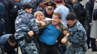 Общество: В Казахстане снова побеждает Токаев. На улицах беспорядки, задержаны более 500 человек