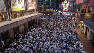 """Общество: В Гонконге сотни тысяч людей вышли на акцию протеста. Китай винит в этом """"внешние силы"""""""