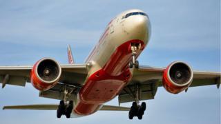 Общество: Самолет Air India экстренно приземлился в Лондоне из-за угрозы безопасности