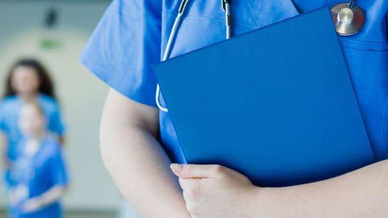 Общество: В Британии 5 пациентов питались в больнице и умерли