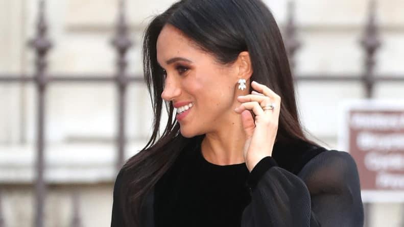 Знаменитости: Меган Маркл изменила вид обручального кольца: что случилось с кольцом
