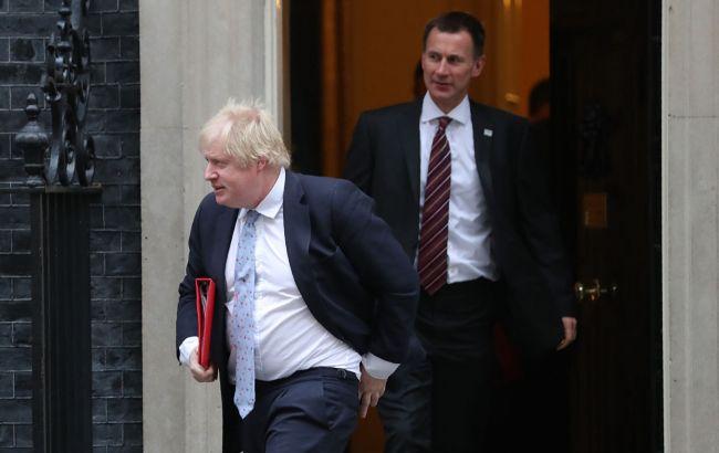 Общество: На пост премьера Великобритании претендуют Хант и Джонсон