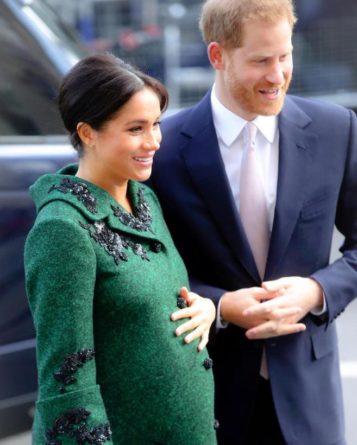"""Без рубрики: В Кенсингтонском дворце расследуют """"слив"""" частных фото со свадьбы Меган Маркл и принца Гарри"""