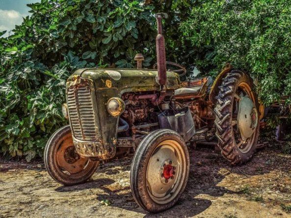 Без рубрики: В Британии гонщик разогнал трактор до 167 км/ч