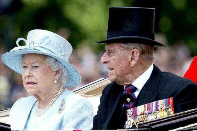 Знаменитости: Это интересно: как Елизавета II пошутила над мужем