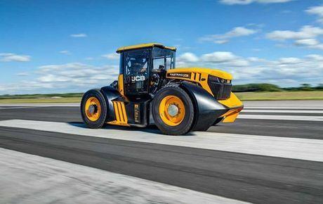 Общество: В Британии установлен новый скоростной рекорд езды на тракторе (ВИДЕО)