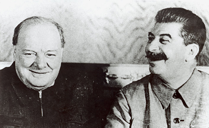 Общество: The Times (Великобритания): Сталин «усыпил бдительность Черчилля с помощью поздравительной открытки»