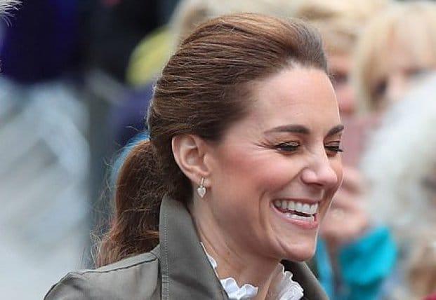 Знаменитости: Поиграть с собаками и постричь овец: Кейт Миддлтон и принц Уильям посетили любимую деревню герцогини