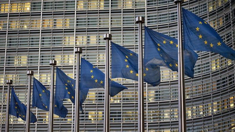 Общество: «На фоне внутреннего кризиса»: в Еврокомиссии призвали ЕС сплотиться перед угрозой «иностранного влияния»