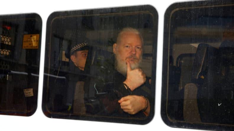 Общество: «Решение примет суд»: глава МВД Британии подписал запрос на экстрадицию Ассанжа в США
