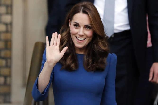 """Общество: Кейт Миддлтон Елизавета II важное дело подробности: Елизавета II отдала Кейт Миддлтон самое дорогое - """"Меган Маркл обзавидуется"""""""
