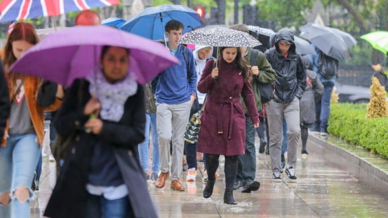 Общество: Сотни людей эвакуированы на востоке Англии из-за наводнения