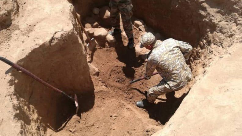 Общество: В пещере на западе Англии нашли ржавый меч тамплиеров