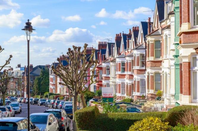 Общество: Для покупки жилья в Великобритании необходимо зарабатывать £54 тыс. в год