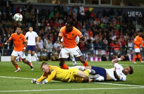 Англия и Голландия чудовищно защищались. Де Лигт привез пенальти, Стоунз – гол в свои ворота