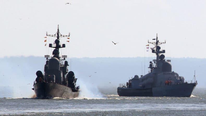 Общество: Британский корабль сопроводил российский корвет на Ла-Манше