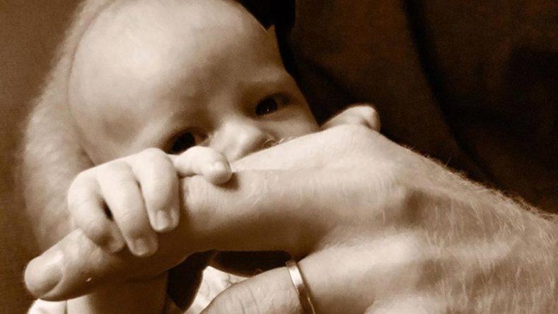 Общество: Меган Маркл и принц Гарри показали новое фото сына