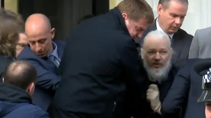 Общество: Великобритания подписала запрос США на экстрадицию Ассанжа
