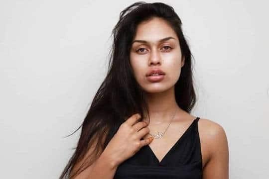 Без рубрики: Участницам конкурса «Мисс Англия» придется показать себя без макияжа