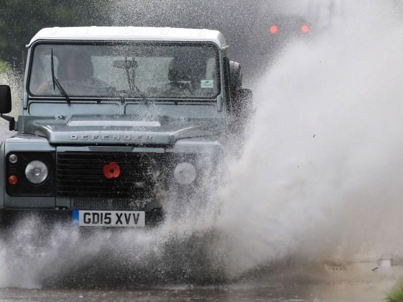 Общество: Наводнения в Великобритании заблокировали движение по железной дороге