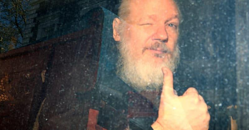 Общество: СМИ: Минюст США передал Лондону запрос на экстрадицию Ассанжа