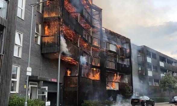 Общество: Пожар в Лондоне уничтожил 20 квартир в жилом доме