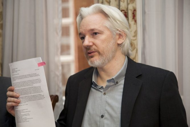 Общество: США направили властям Британии запрос об экстрадиции Ассанжа