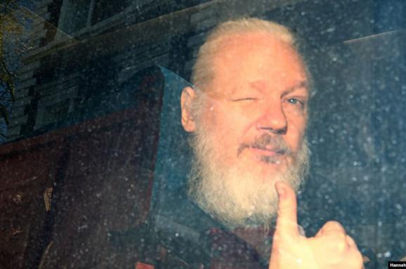 Общество: Глава МВД Британии подписал запрос США об экстрадиции Ассанжа