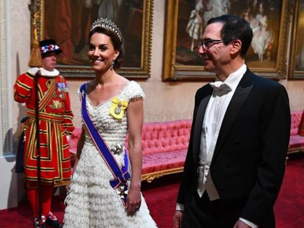 Общество: Кейт Миддлтон и предполагаемая любовница принца Уильяма Роуз Ханбери столкнулись на светском мероприятии (ФОТО)