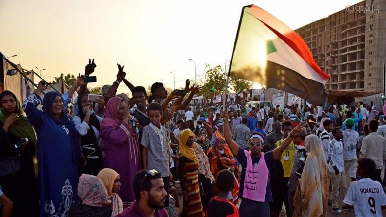 Общество: Британия вмешивается во внутренние дела Судана, покровительствуя провокаторам