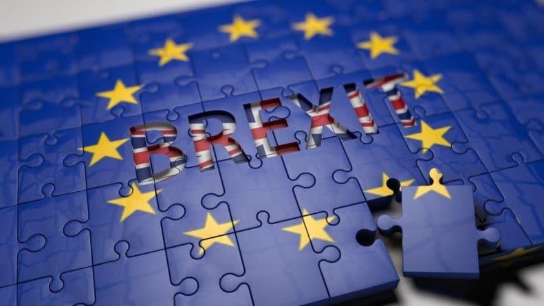 Общество: Британии пригрозили дефолтом при невыплате ЕС «отступных» за Brexit