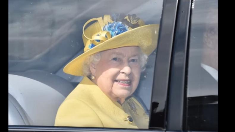 Общество: Елизавета II взяла под контроль жизнь принца Гарри и его жены