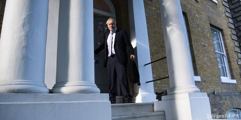 Общество: Джонсон, Гоув и Хант ведут борьбу за пост премьера Британии