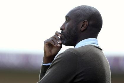 Общество: Бывший футболист сборной Англии приехал вРоссию иощутил страдания народа