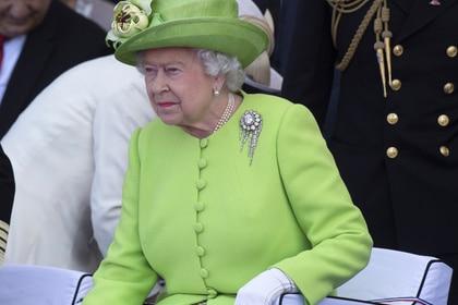 Без рубрики: Елизавета IIсбежала издворца