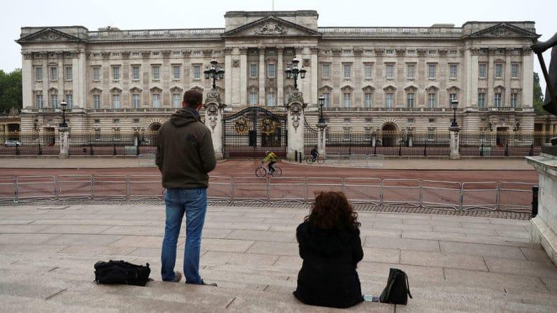 Общество: Елизавета II «сбежала» из Букингемского дворца из-за нашествия крыс