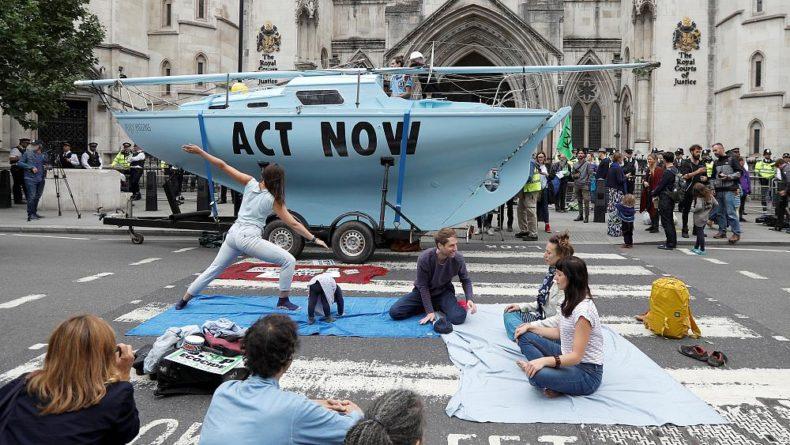 """Общество: В Лондоне идет экологическое """"восстание"""""""