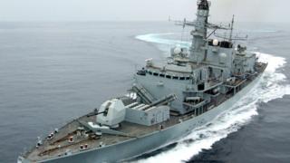 Общество: Британия обвинила Иран в попытке перехватить свой танкер. Ему на помощь пришел фрегат
