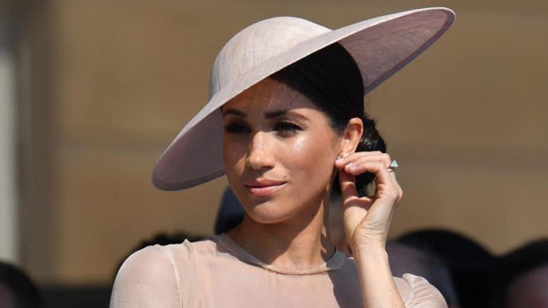 Общество: Меган Маркл в эпицентре скандала: герцогиню обвиняют в плагиате обложки для Vogue