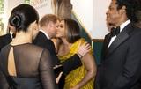 Без рубрики: Стало известно, о чём Принц Гарри и Меган Маркл беседовали с Бейонсе