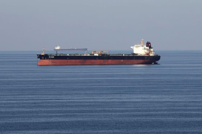 """Общество: Иран танкеры Британии: Иран захватил 2 танкера Великобритании - Лондон обещает """"демонстрацию силы"""", ситуация на грани взрыва"""